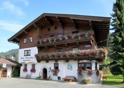 Appartement-Franziska-Fischler-Angerer-Sabine-Bergliftstrasse-3-Westendorf-Haus-Sommer