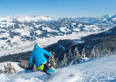 skifahrerin-tiefschnee-choralpe-skiwelt-stefaneisend-tvb-brixental-dsc3152©eisendstefan